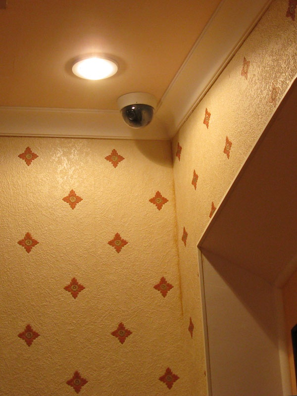 Установка скрытой камеры в квартире